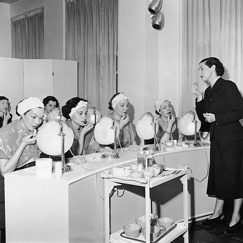 семинар по нанесению губной помады из архивов Vogue