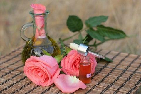 Розовое эфирное масло