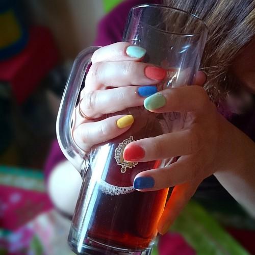 Я люблю цветные яркие лаки для ногтей The ONE